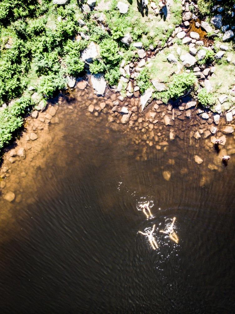Baignade dans le lac des Truites / Crédit photo - Pierrick Aubert